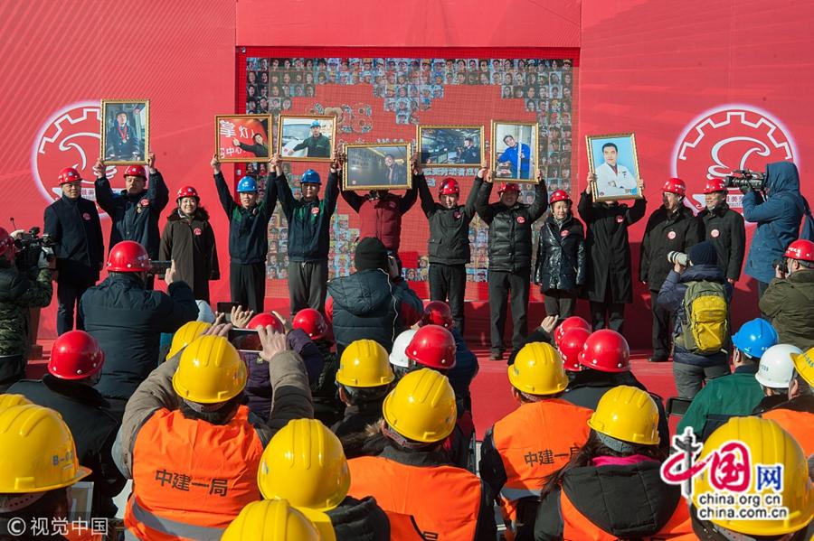 Это мероприятие является одним из серии мероприятий в рамках «программы теплого участия», организованной Пекинской федерацией профсоюзов для встречи Нового года и Праздника весны. Стало известно, что для мероприятия была снята 1000 портретов трудящихся на рабочем посту.