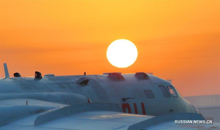 """Боевые самолеты ВВС НОАК новых моделей, включая """"Цзянь-20"""", """"Юнь-20"""", """"Цзянь-16"""", """"Цзянь-10C"""" и """"Хун-6K"""", приступили к программе практических учений и тренировок в наступившем году, планомерно совершенствуя боеготовность и способность добиваться победы в новую эпоху."""