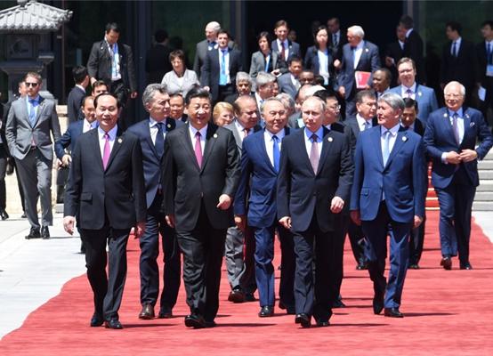 Си Цзиньпин был ведущим заседания и выступил с речью на круглом столе Форума «Один пояс, один путь»