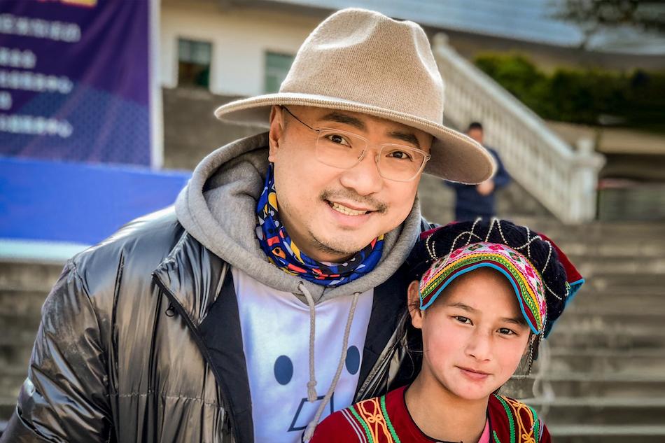 Посол фонда распространения теплых вещей побывал в Ляншань-Ийском автономном округе пров. Сычуань