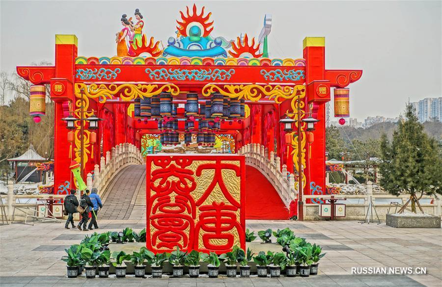 Знаменитый сианьский парк украсили праздничными декорациями