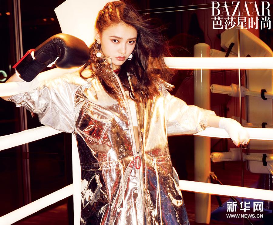 Китайская актриса Линь Юнь создает модный образ