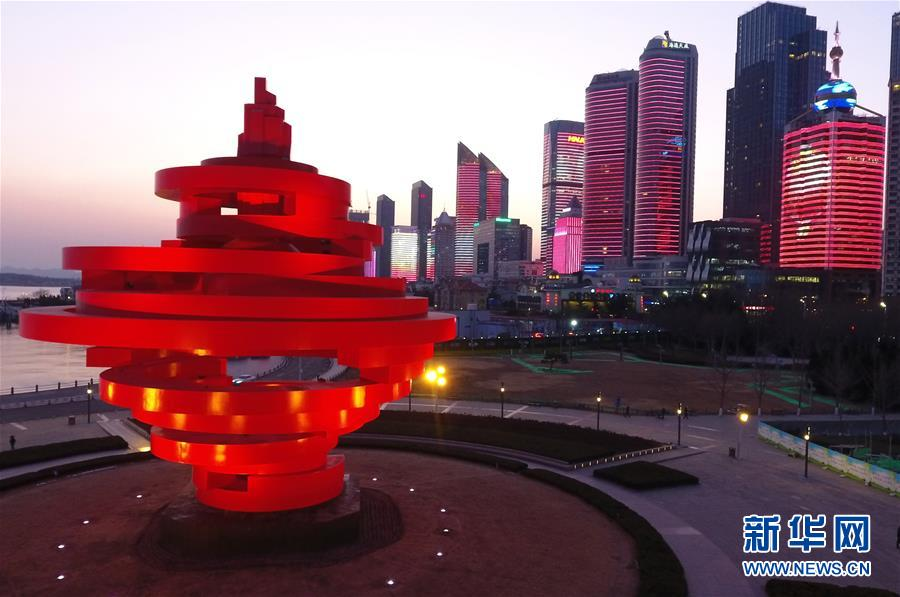 Циндао: иллюминация на встрече праздника Весны