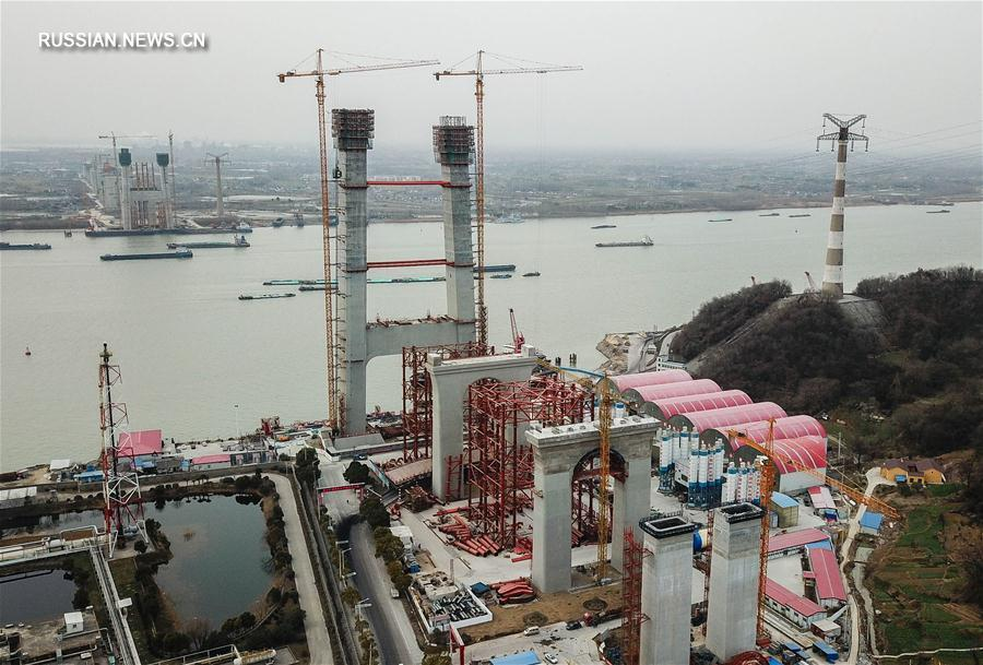 В провинции Цзянсу началось возведение верхних конструкций моста Уфэншань через Янцзы