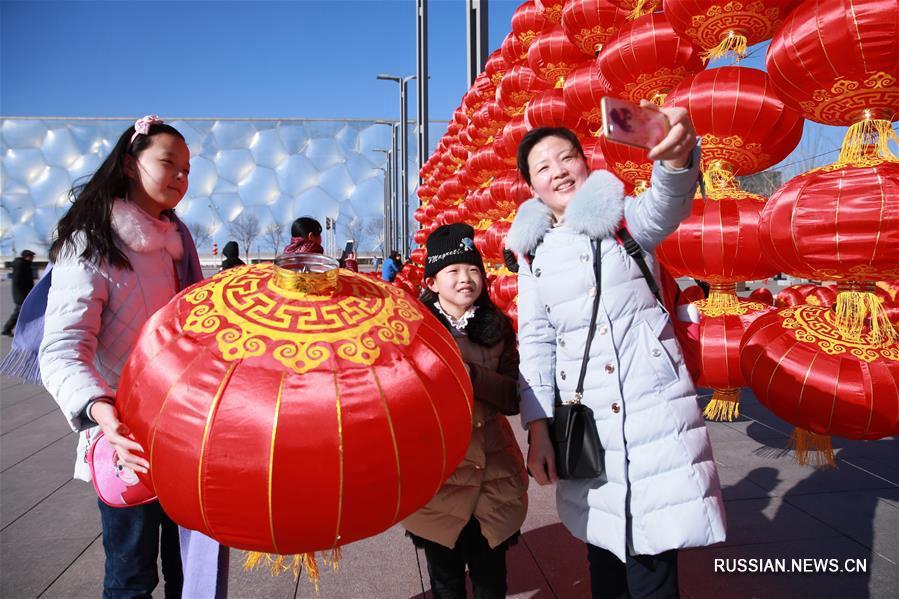 Стенки из праздничных фонарей украсили Олимпийский парк Пекина