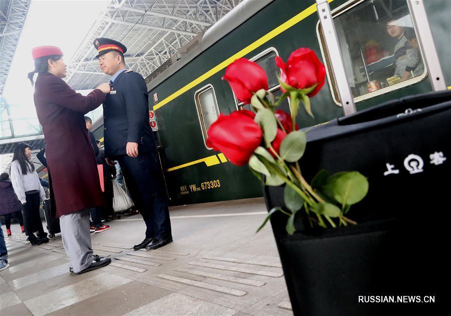 Радость и горе краткой встречи на перроне железнодорожного вокзала