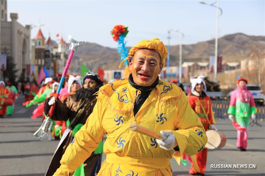 Сегодня, в 8-й день 1-го месяца по лунному календарю, более 20 танцевальных коллективов вышли на улицы района Чунли города Чжанцзякоу провинция Хэбэй и поздравили местных жителей с праздником Весны, исполнив для них зажигательный танец янгэ.