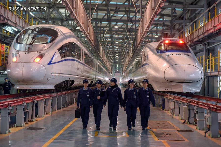 """""""Богини дверей"""" китайских высокоскоростных поездов"""