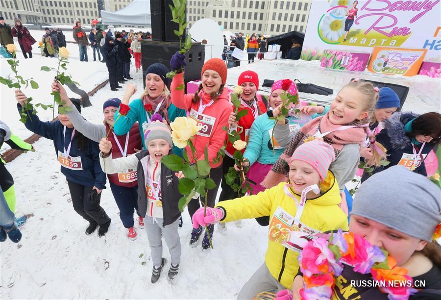 """По случаю Международного женского дня Белорусская федерация легкой атлетики провела сегодня в центре Минска забег Beauty Run /""""Забег красоты""""/, в котором приняли участие 3500 представительниц прекрасного пола."""