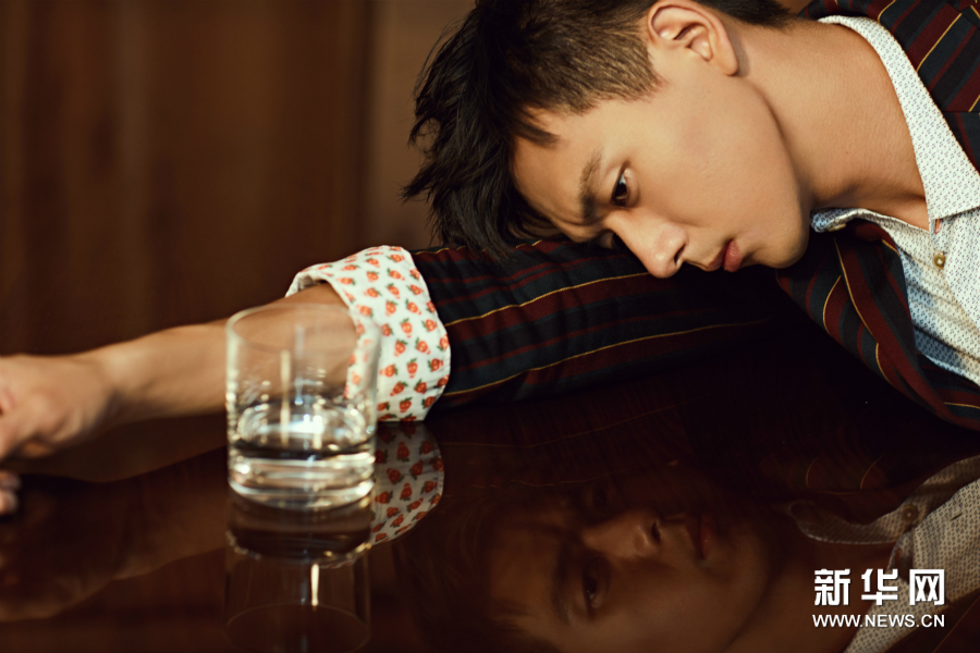 Актер Ли Сянь в весенней ретро-фотосессии