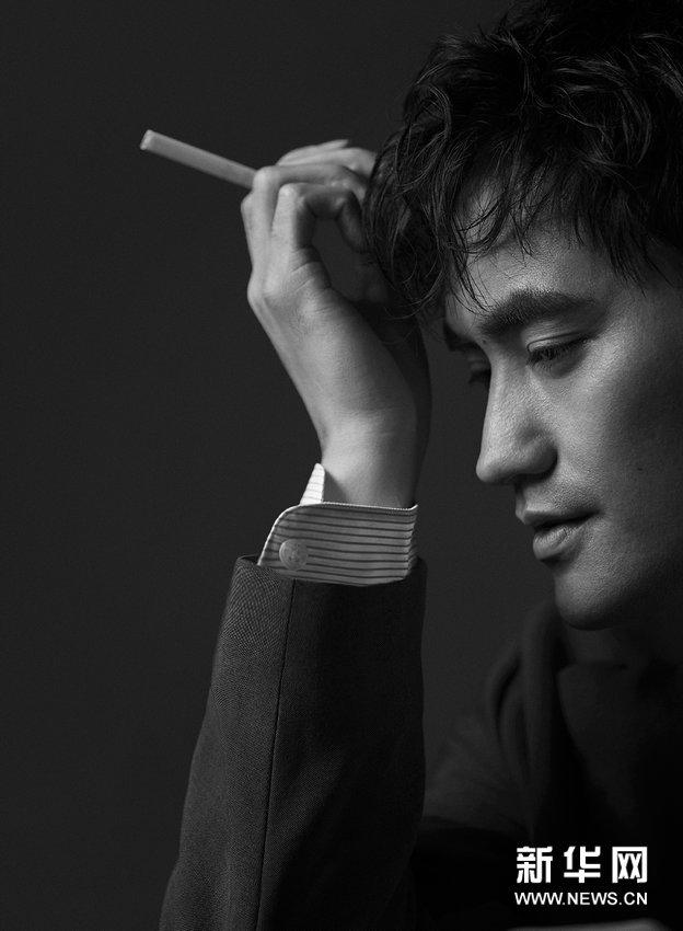 Новые фотографии – модный Юань Хуан