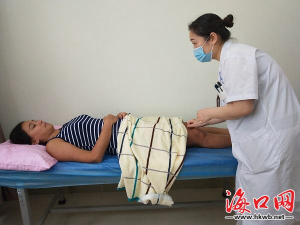 В городе Хайкоу российские туристы пользуются специальными услугами китайской медицины