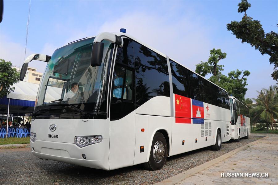 Первые 20 передвижных амбулаторий, предоставленных Камбодже в качестве помощи центральным правительством Китая, сегодня в первой половине дня официально заступили на дежурство на улицах Пномпеня.