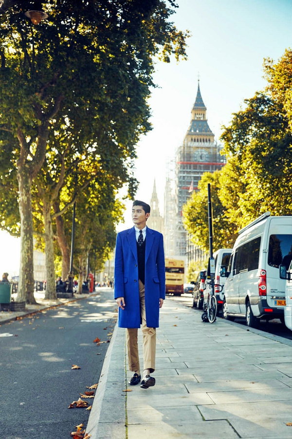 Телеактер Чжан Хань с британским стилем