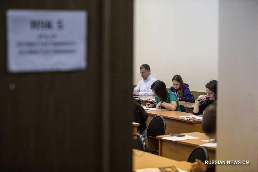 В различных городах России сегодня прошел международный квалификационный экзамен по китайскому языку HSK. Более 620 человек приняли участие в экзамене, который состоялся в Москве.