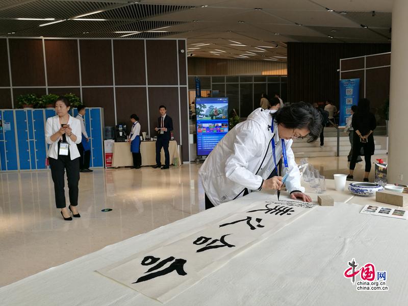 В пресс-центре саммита ШОС в Циндао проходят богатые по форме культурные мероприятия