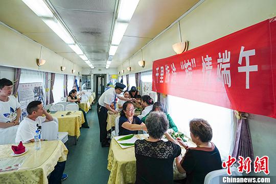 Традиционный обычай праздника Дуаньу теперь в поездах