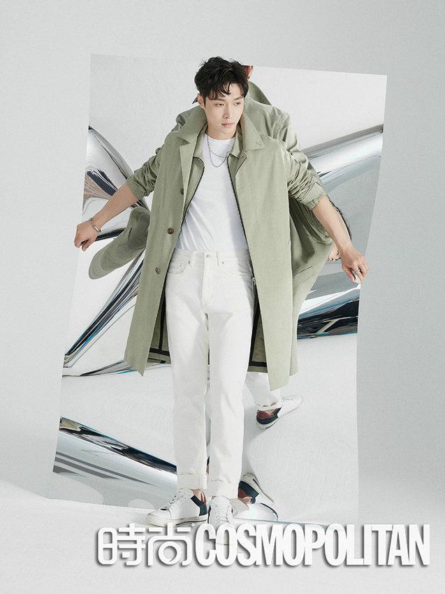 Звезда Чжан Исин позирует для модного журнала