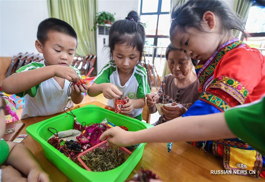 Традиционные приготовления к празднику Дуаньу в уезде Чансин