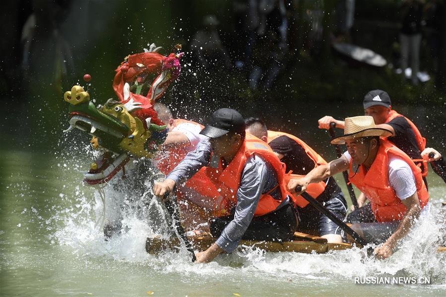 18 июня в Китае отмечается традиционный праздник Дуаньу. По всей стране проходят разнообразные фольклорные акции и мероприятия.