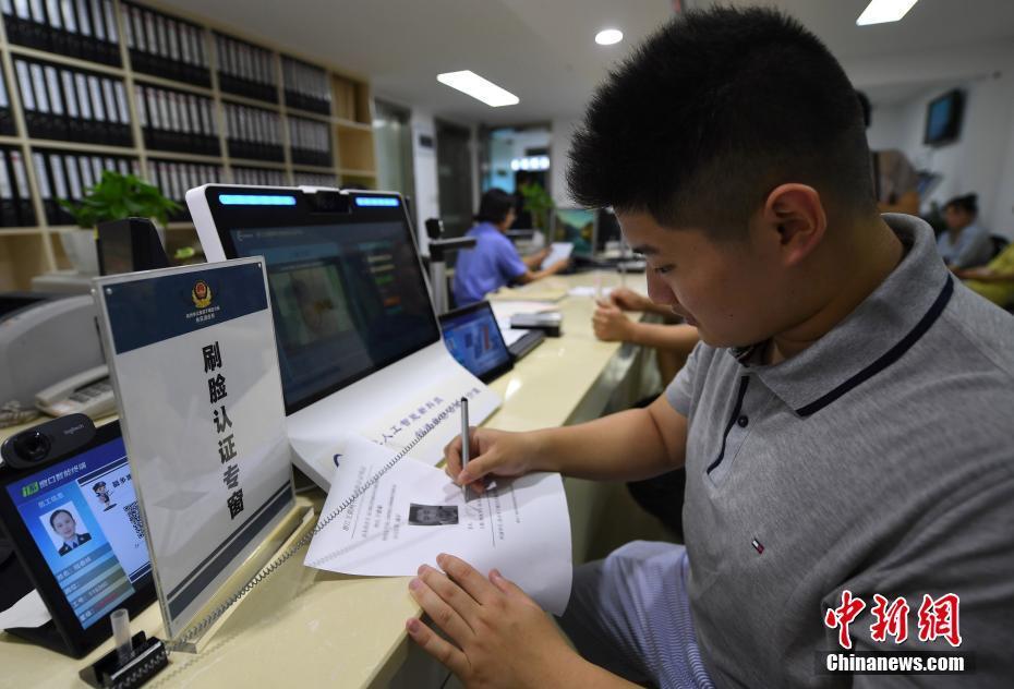 Управление общественной безопасности в Ханчжоу используют технологии «распознавания лиц» для удостоверения личности граждан