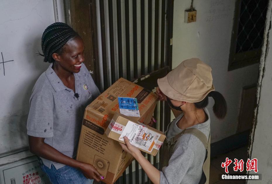 Молодая африканка поколения 90-х в Ханчжоу работает курьером экспресс-доставки: Я буду применять опыт Китая у себя на родине