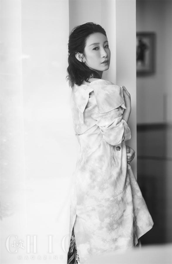 Очаровательная артиста Цинь Хайлу попала на обложку модного журнала