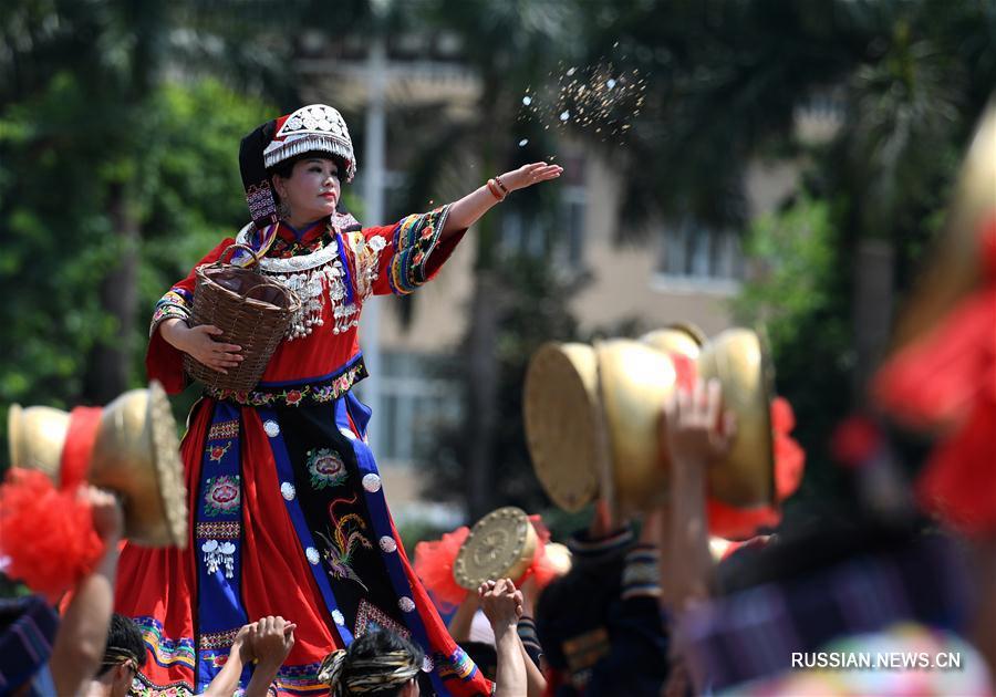 Традиционный праздник поклонения предкам народности яо