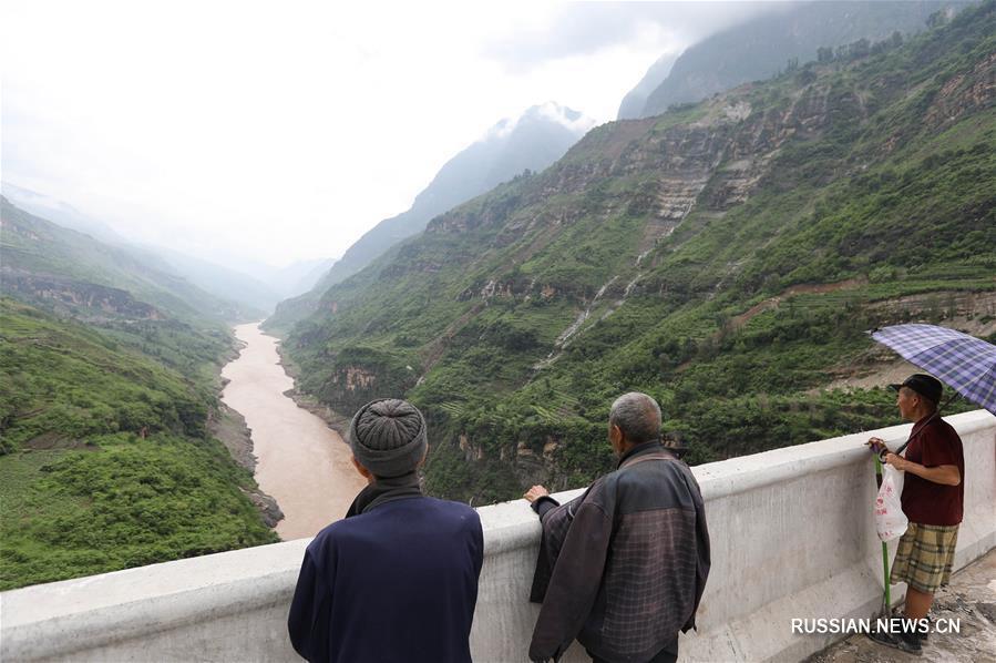 Река Цзиньшацзян простилась с эпохой канатных переправ