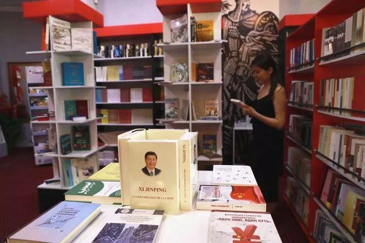Первый в Средней Азии магазин китайской литературы собрал много «фанатов Китая»