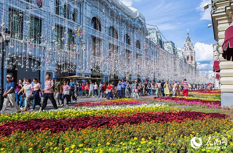 Фестиваль цветов в московском ГУМе