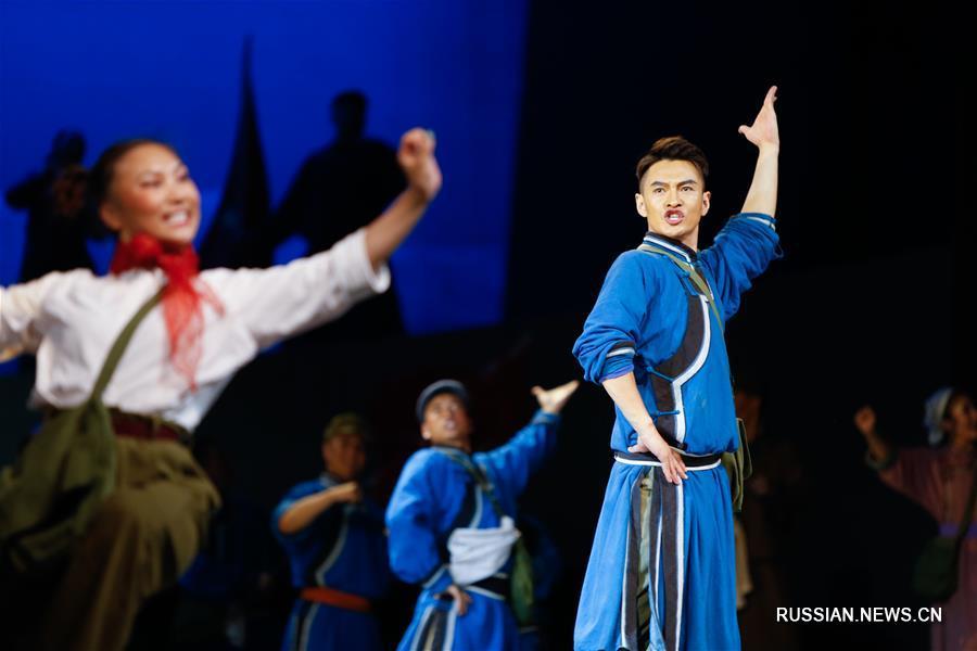 15-й Фестиваль степной культуры Внутренней Монголии открылся сегодня в Красном театре Хух-Хото, административного центра автономного района Внутренняя Монголия /Северный Китай/.