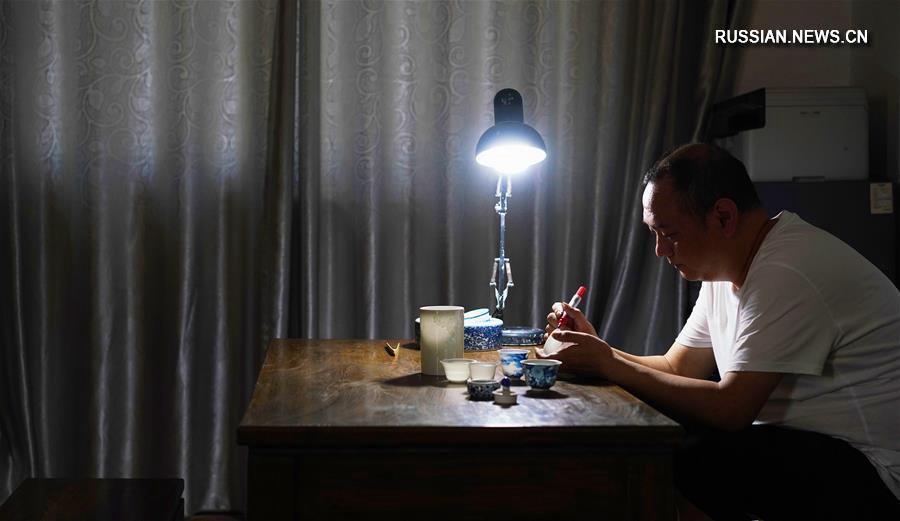 """""""Ремесленный дух"""" упорства и настойчивости фарфоровых мастеров из Цзиндэчжэня"""