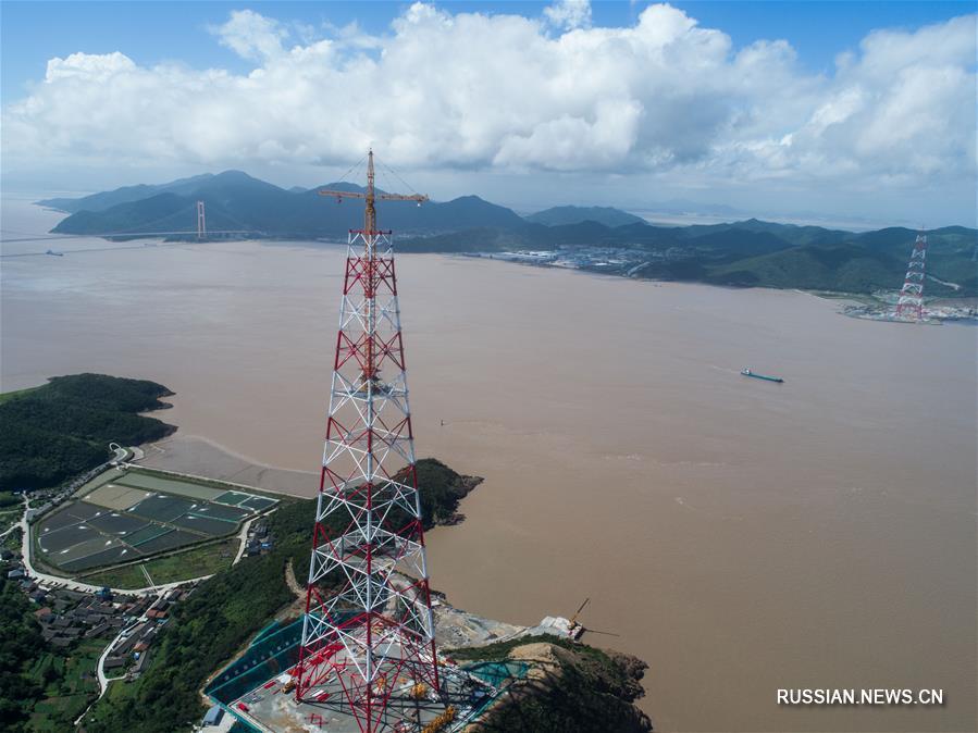 На востоке Китая завершается строительство высочайшей в мире опоры ЛЭП