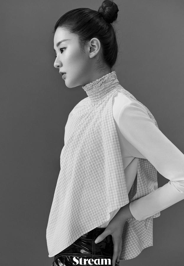 Актриса Цяо Синь позирует для модного журнала