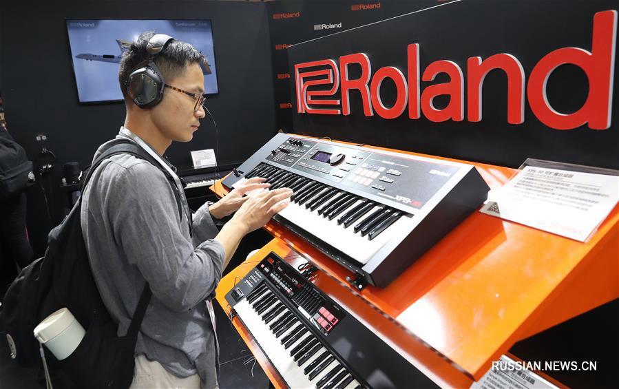 В Шанхае открылась международная выставка музыкальных инструментов