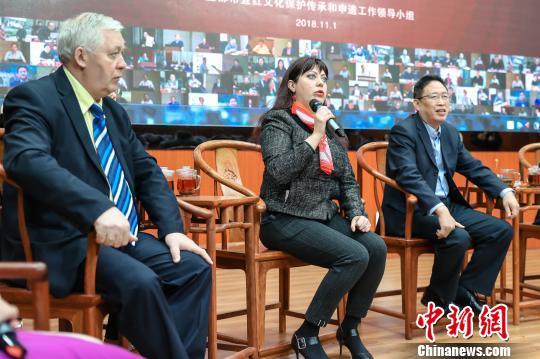 """Китайские и зарубежные специалисты в округе Иду провинции Хубэй совместно изучают """"Чай Ихунча и Великий чайный путь между Китаем и Россией"""""""