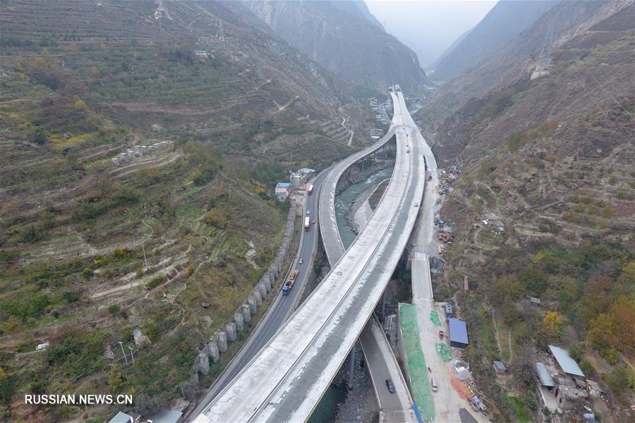 Завершено смыкание моста на скоростной автомагистрали в провинции Сычуань