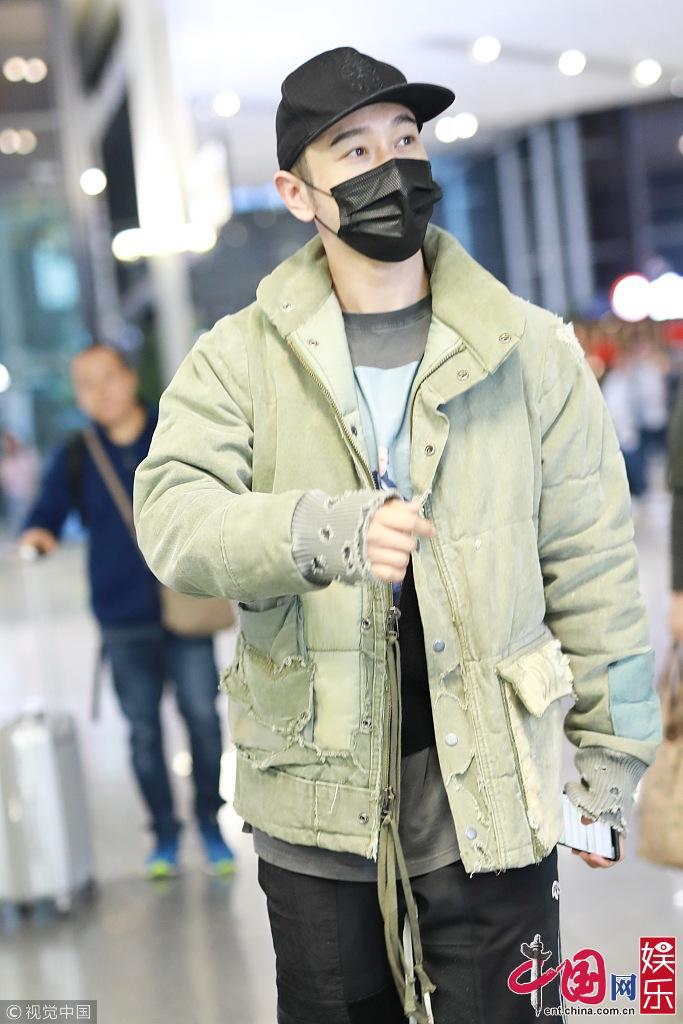 Новые фото: стильный актер Хуан Сяомин