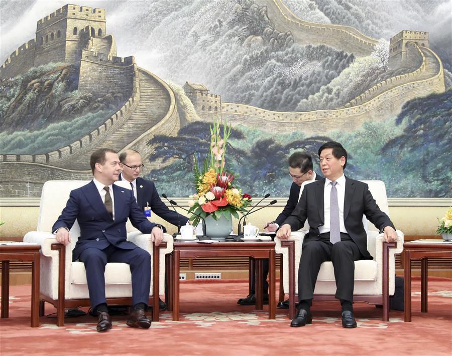 Ли Чжаньшу встретился с премьер-министром РФ Дмитрием Медведевым
