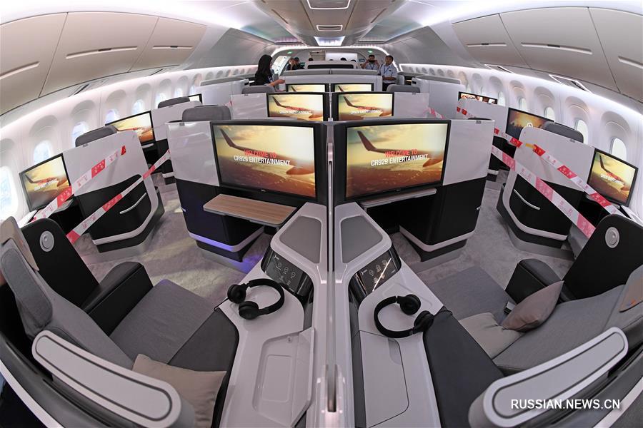 Модель широкофюзеляжного дальнемагистрального самолета CR929 в натуральную величину представила компания COMAC