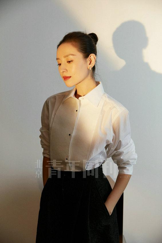 Дун Цзе во всей красе позирует для модного журнала