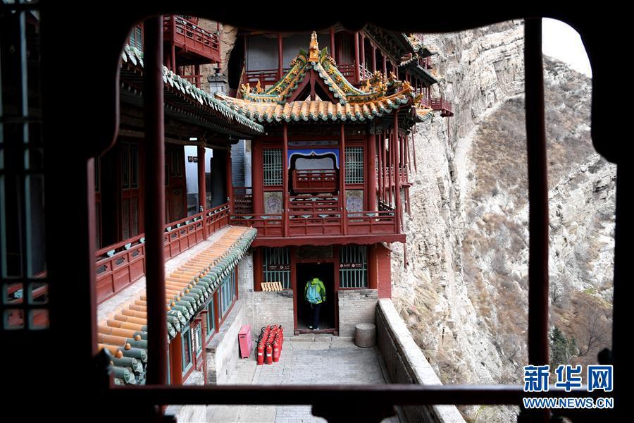 Монастырь на скале в горах Хэншань провинции Шаньси
