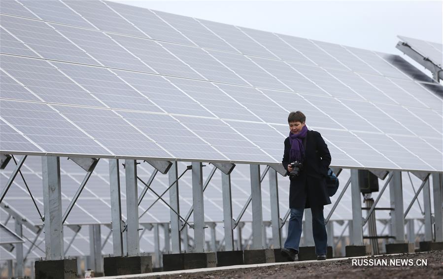 Китай построил для Казахстана солнечную и ветровую электростанции