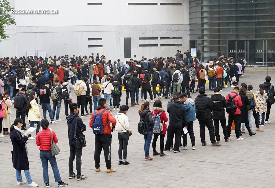 В Китае около 1 млн человек приняли участие в общенациональных экзаменах по приему на госслужбу