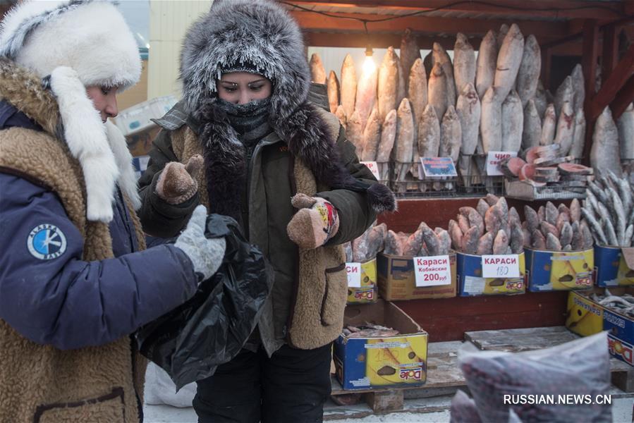 Столица Республики Саха /Якутия/ город Якутск -- один из самых холодных городов в мире: средняя температура воздуха в зимние месяцы здесь составляет -40 градусов по Цельсию, а в наиболее морозные дни может опускаться ниже -60 градусов.