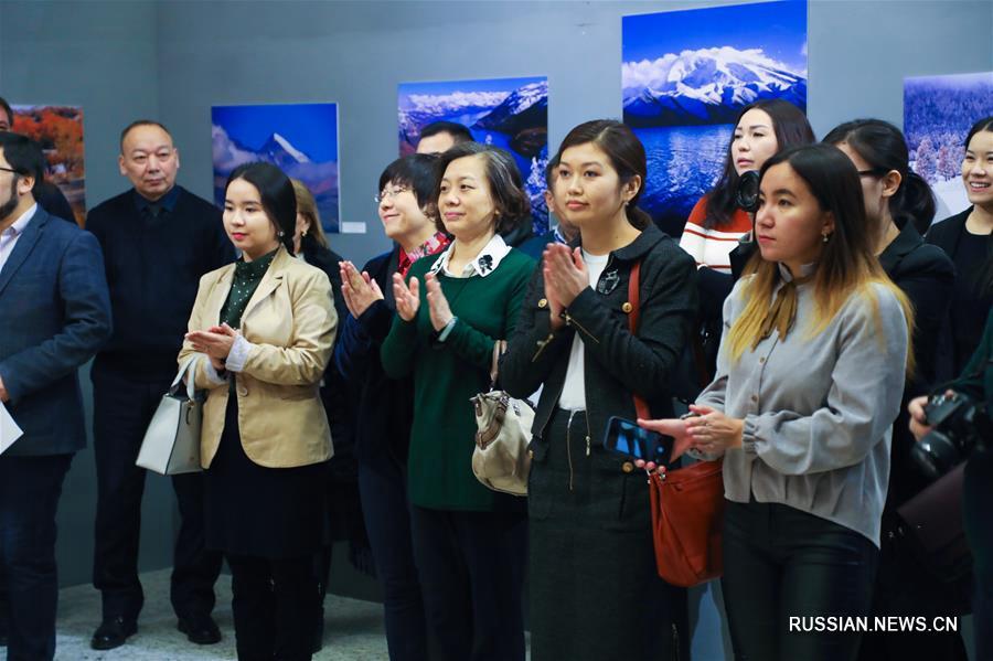 """В Астане открылась фотовыставка """"Великолепный Китай, прекрасный Синьцзян"""""""