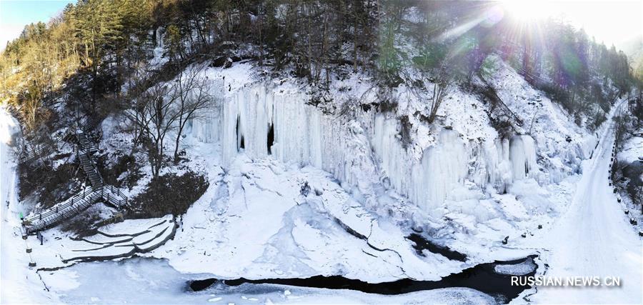 Потоки воды, остановленные зимой: замерзшие водопады ландшафтного парка Вантяньэ