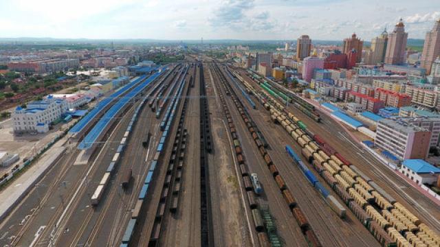 годовой товарооборот между КНР и РФ достиг рекордного уровня - более 100 млрд долл. США