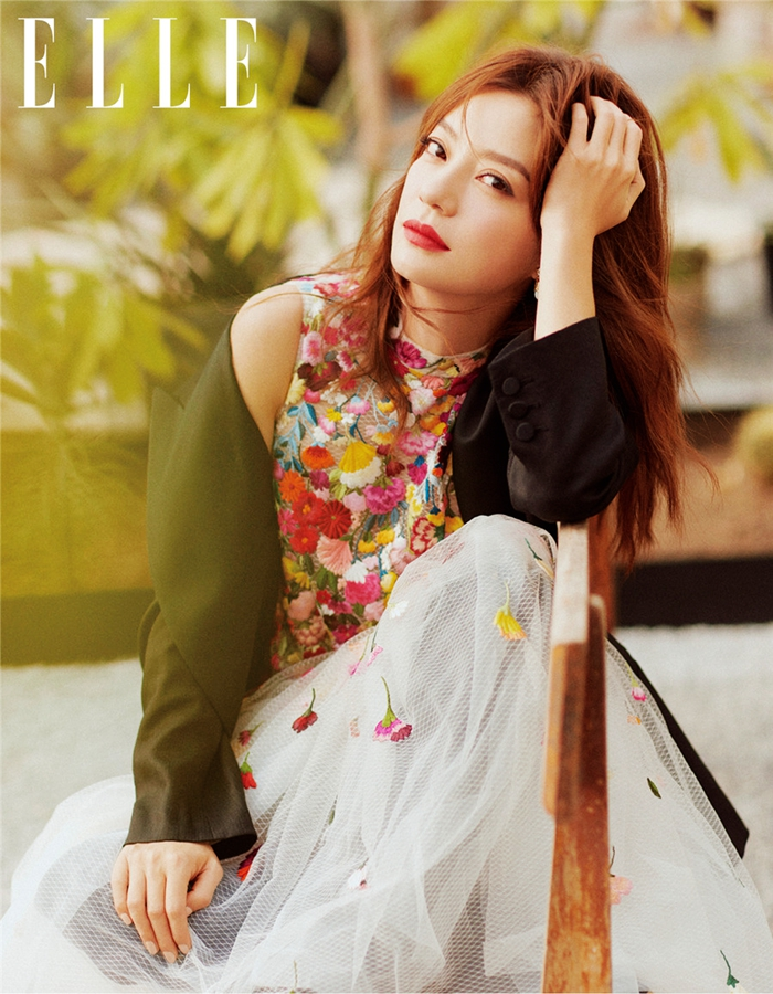 Известная телезвезда Чжао Вэй